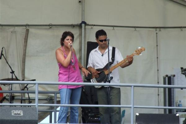 The amazing Lisa Corban with her band Unions bass player.